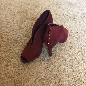 Hot suede purple pumps!